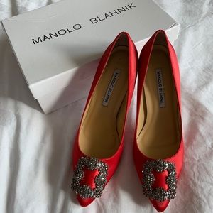 "Manolo Blahnik Red Satin Pumps 7,5"""